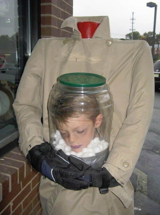tête enfant dans bocal