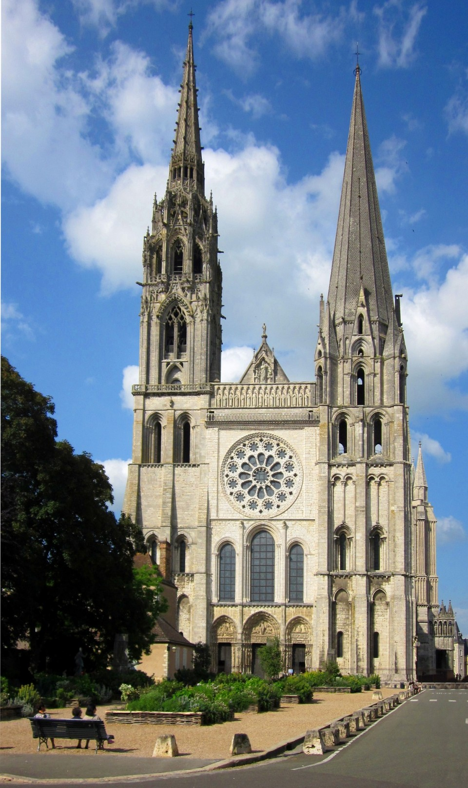 chartres-cathedral-1021517_1920