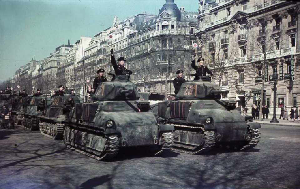 Paris, Parade deutscher Panzer