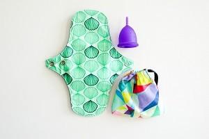 regles-en-voyage-cup-et-serviette-hygienique-lavable-Girltrotter