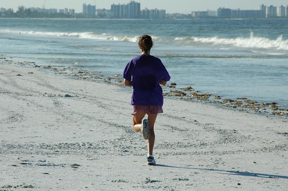woman-jogger-1678716_1280