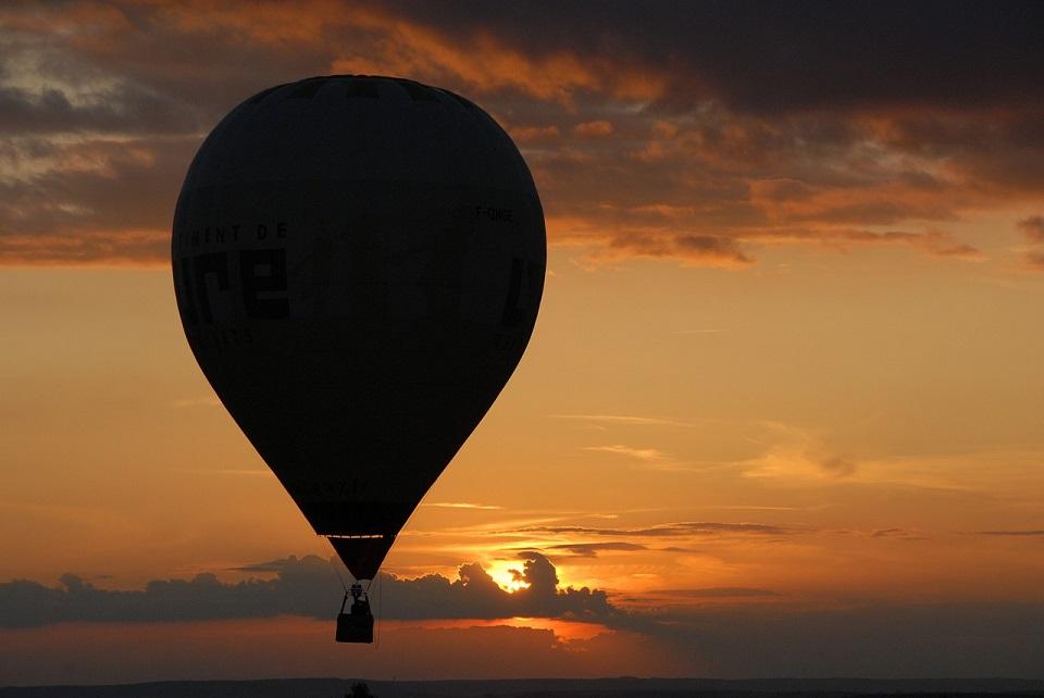 hot-air-ballooning-1804097_1280