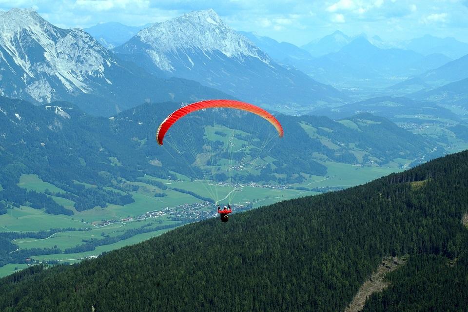 paragliding-3508540_1280