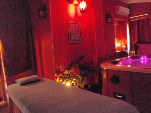huile massage sexuel Sèvres