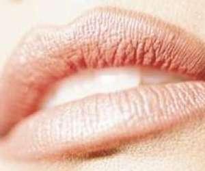 Monia amar  maquillage permanent