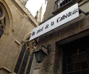 Au pied de la cathédrale