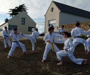 Kc riant karate self-defense