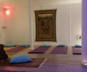 Yogasané  - cours de yoga , de  pilates,et de  sophrolo
