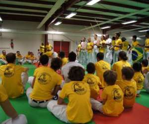 Via brasil, capoeira et batucada