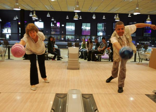 Nouvelle dimension ce bowling d ner pour groupes paris 15eme arrondisseme - Dimension piste bowling ...