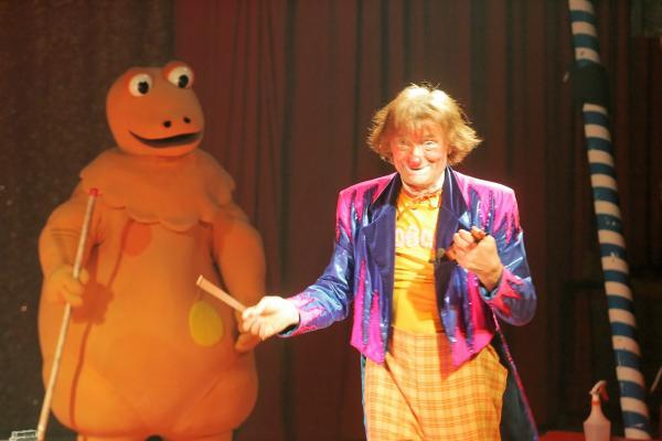 Clown boboss clown cirque animation enfant paris le for Animation enfant yvelines