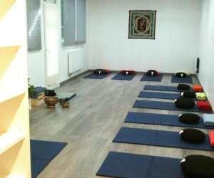 Association pratiques et philosophie du hatha-yoga
