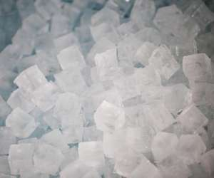 Gla-gla : fabricant et distributeur de glaçons et glace
