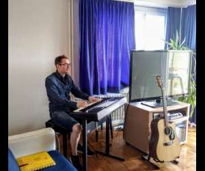 """Cours de chant ou de guitare """"maxhit studios"""""""