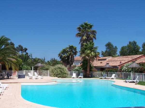 Location villa et r sidence avec piscine en corse porto for Camping avec piscine corse du sud