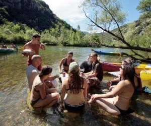 Activités aquatiques et acrobatiques canoë rapido