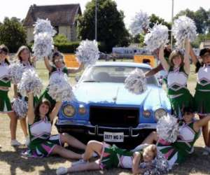 Ac cheerleading pompom girls