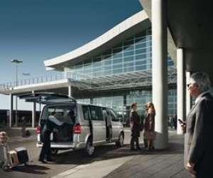 Taxi  navette transfert aeroport malade assis