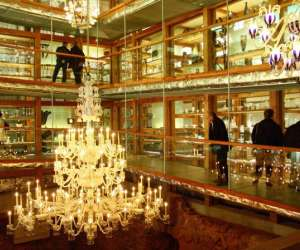La grande place mus�e du cristal saint-louis